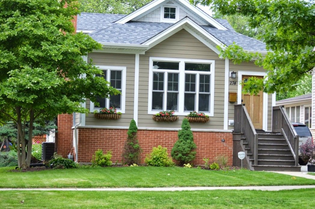 Small Modern Design House With Brick And Siding Colors With White Widows Frame And Door Can Be Decor Wi With Images Brick Exterior House Orange Brick Houses Exterior Brick