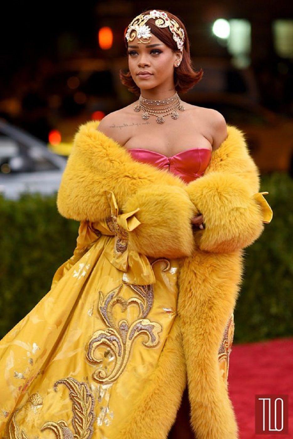 Rihanna - 2015 Met-Gala - Red Carpet - Guo Pei Couture