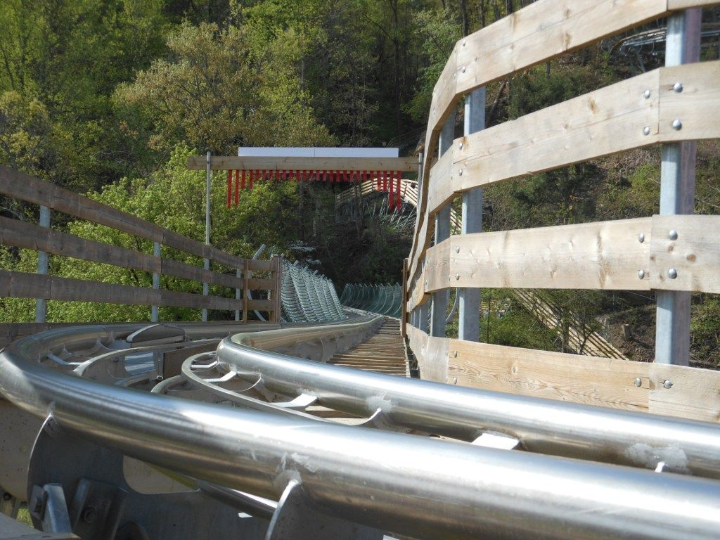 Smoky Mountain Alpine Coaster in Pigeon Forge, TN http://www.coaster101.com/2014/04/29/smoky-mountain-alpine-coaster-review/
