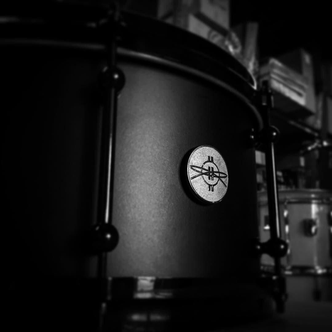 @dunnettclassicdrums stealth. #drum #drums #drumporn #snare #snaredrum #dunnett #tourbillon #stealth #drummer #drumming #blackandwhite #instamusic #filter by drumcenternh