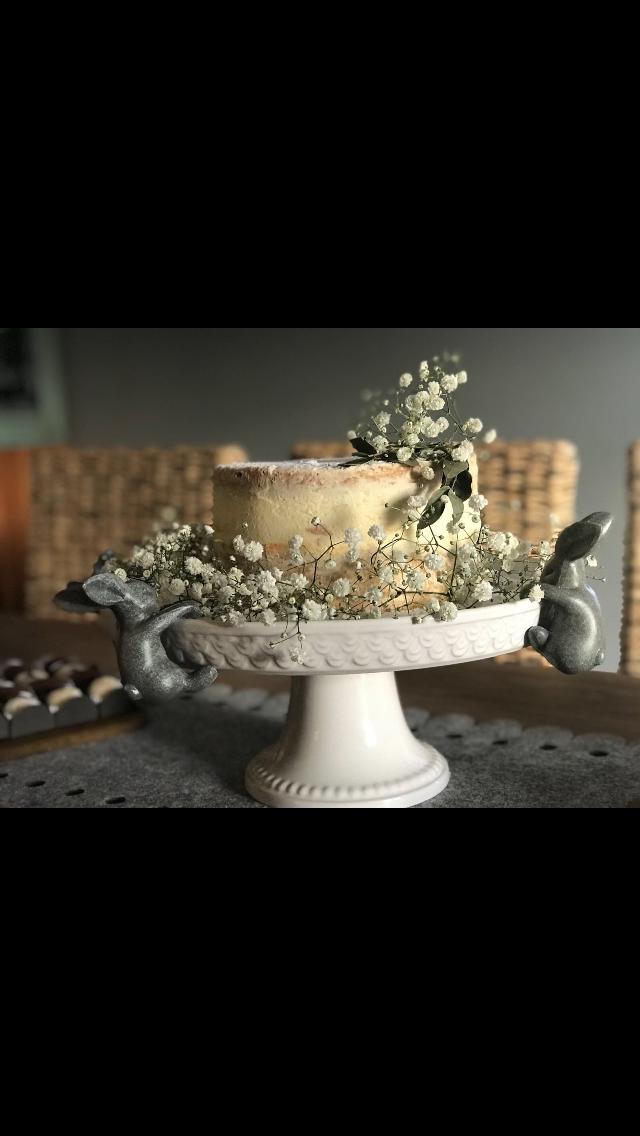 Naked cake. Vanilla and caramel.