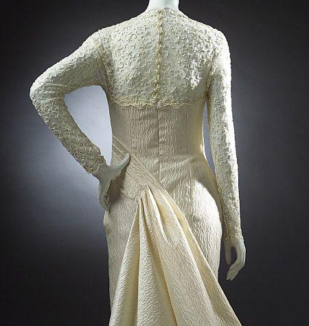 V2906, Misses' Dress