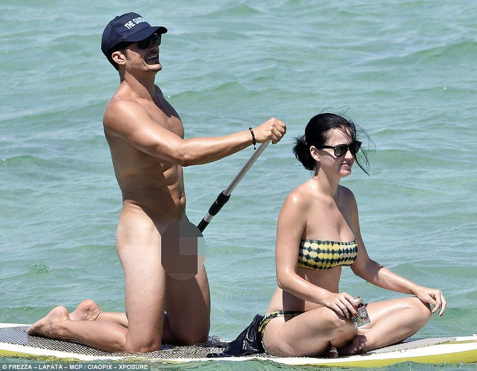 Orlando Bloom Strips Completely Naked For Paddle Board -5825