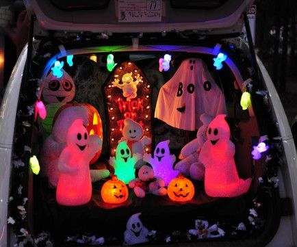 Decorate your car trunk with ghosts! Mazda Cars Pinterest - halloween decorations for your car