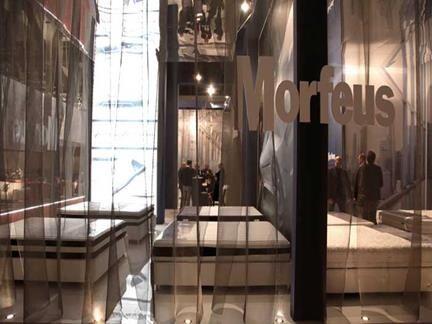 STAND MORFEUS - Morbide tende in sottile tessuto M&M A304 avvolgono il grande stand Morfeus al Salone del Mobile del 2015, con un risultato decisamente efficace e originale. (More info: http://m.ttmrossi.it) #Design #Idea #metaldesign #TTMRossi #inspiration #exhibit