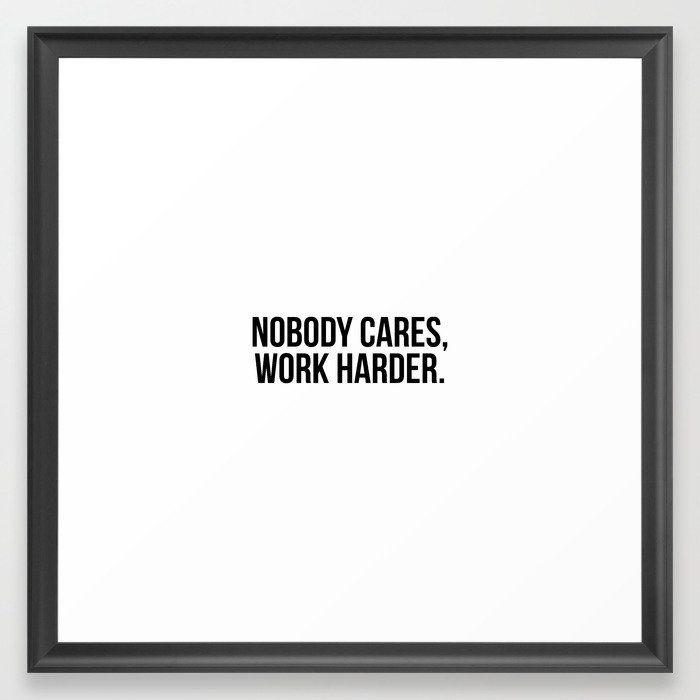 Photo of Niemand kümmert sich darum, härter zu arbeiten. Gerahmter Kunstdruck von Standard Prints – Scoop Black – MEDIUM (Galerie) -22×22