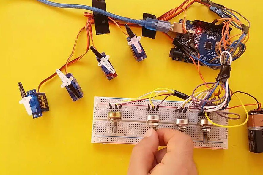 Arduino - Multiple Servo Control With a Potentiometer