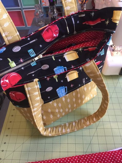 How to sew a retro zippered tote bag with removable purse organizer - Zipper tote bag, Beginner sewing projects easy, Sewing projects for beginners, Zippered tote, Tote bag tutorial, Bags - Hey y'all and welcome to Sewspire! Today I am here to show you how to sew this fabulous retro zippered tote bag with removable organizer  For this project you will need to precut the followin…