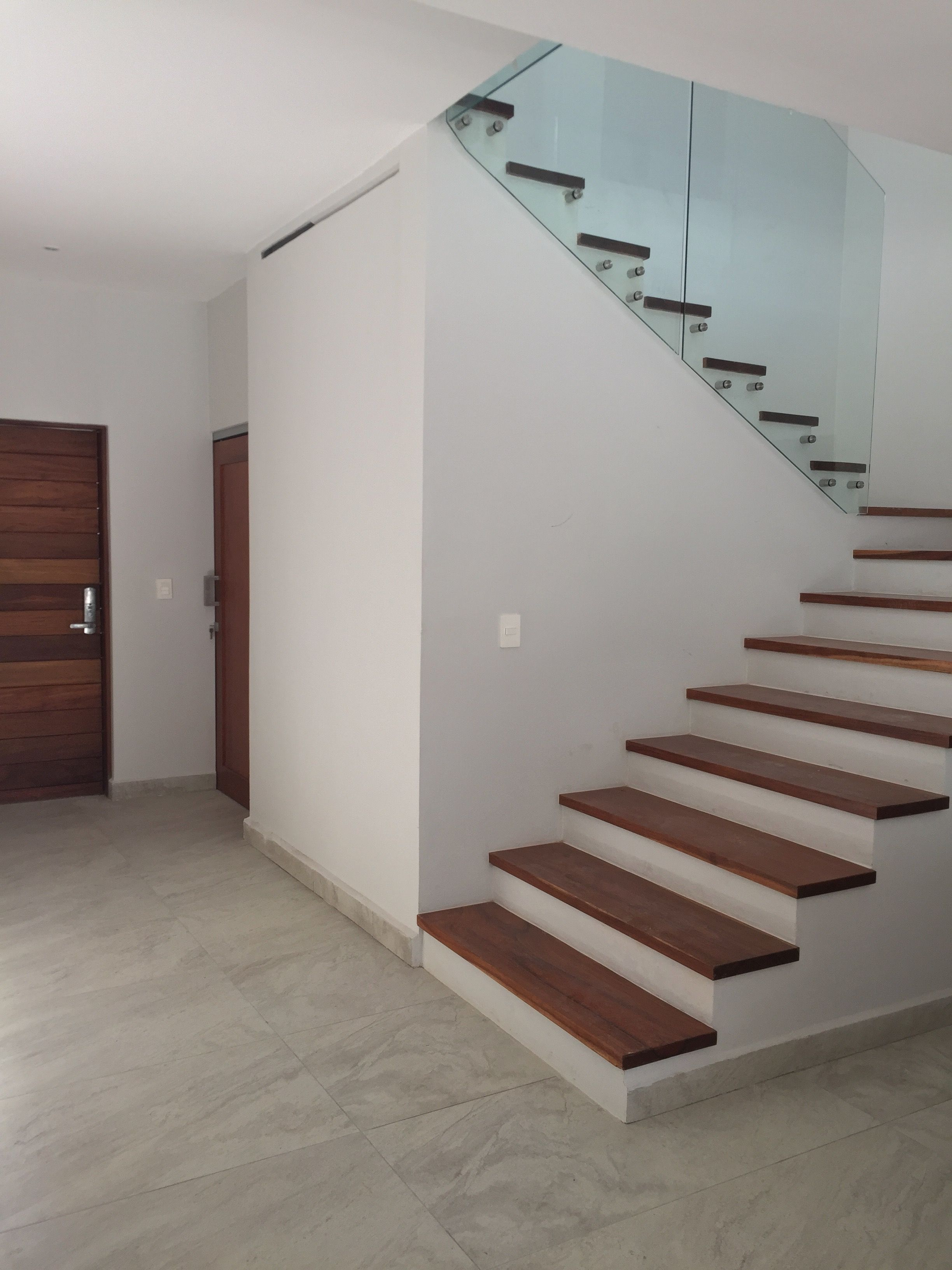 This one including the treads painting the risers dise o - Escaleras para casas ...