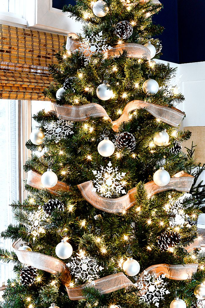 christmas tree with burlap ribbon pine cones - Christmas Tree With Pine Cones
