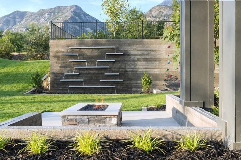 Moderne Gartengestaltung mit Edelstahl-Wasserspielen | gARTen ...