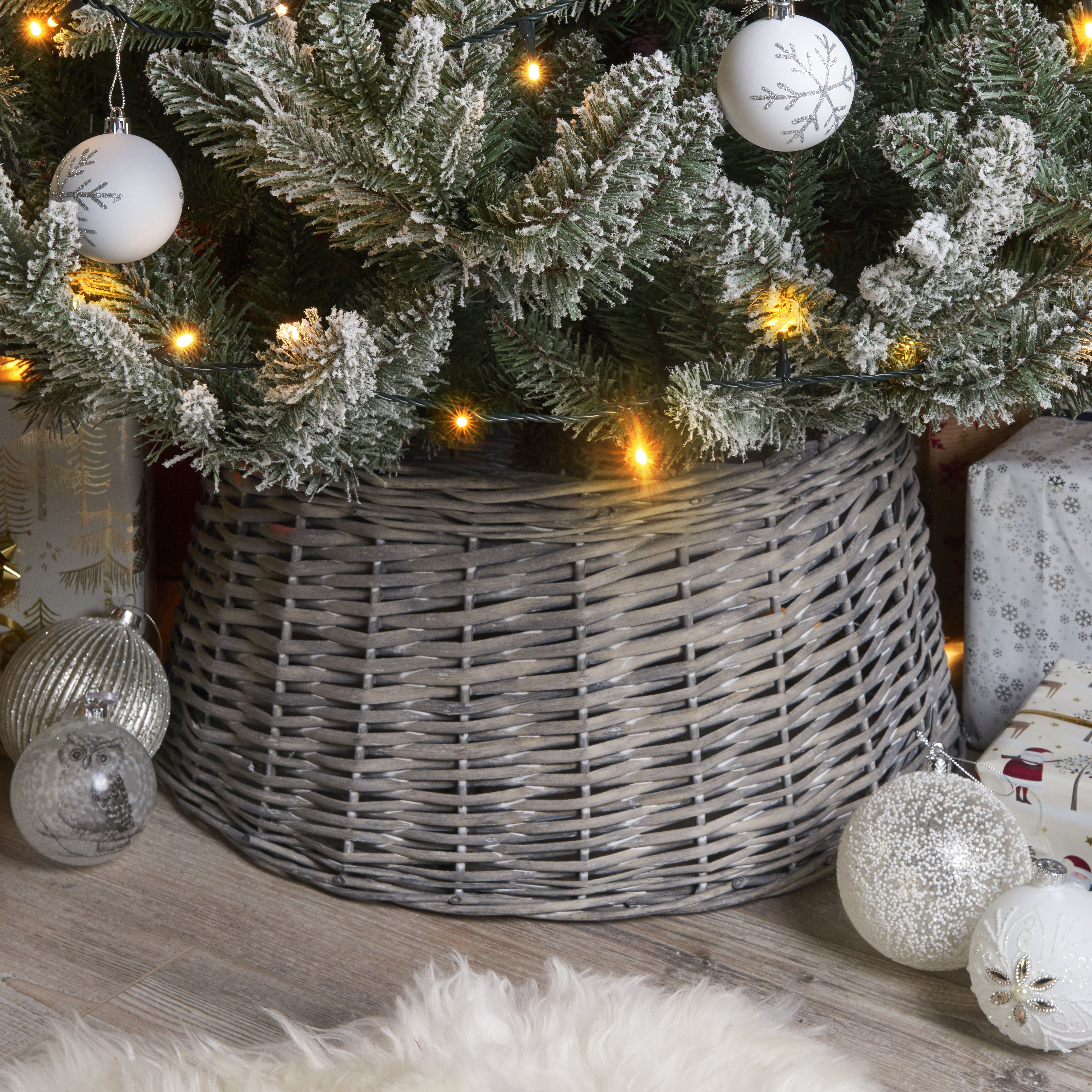 Pin by Gina Balzer on Christmas Wicker tree skirt