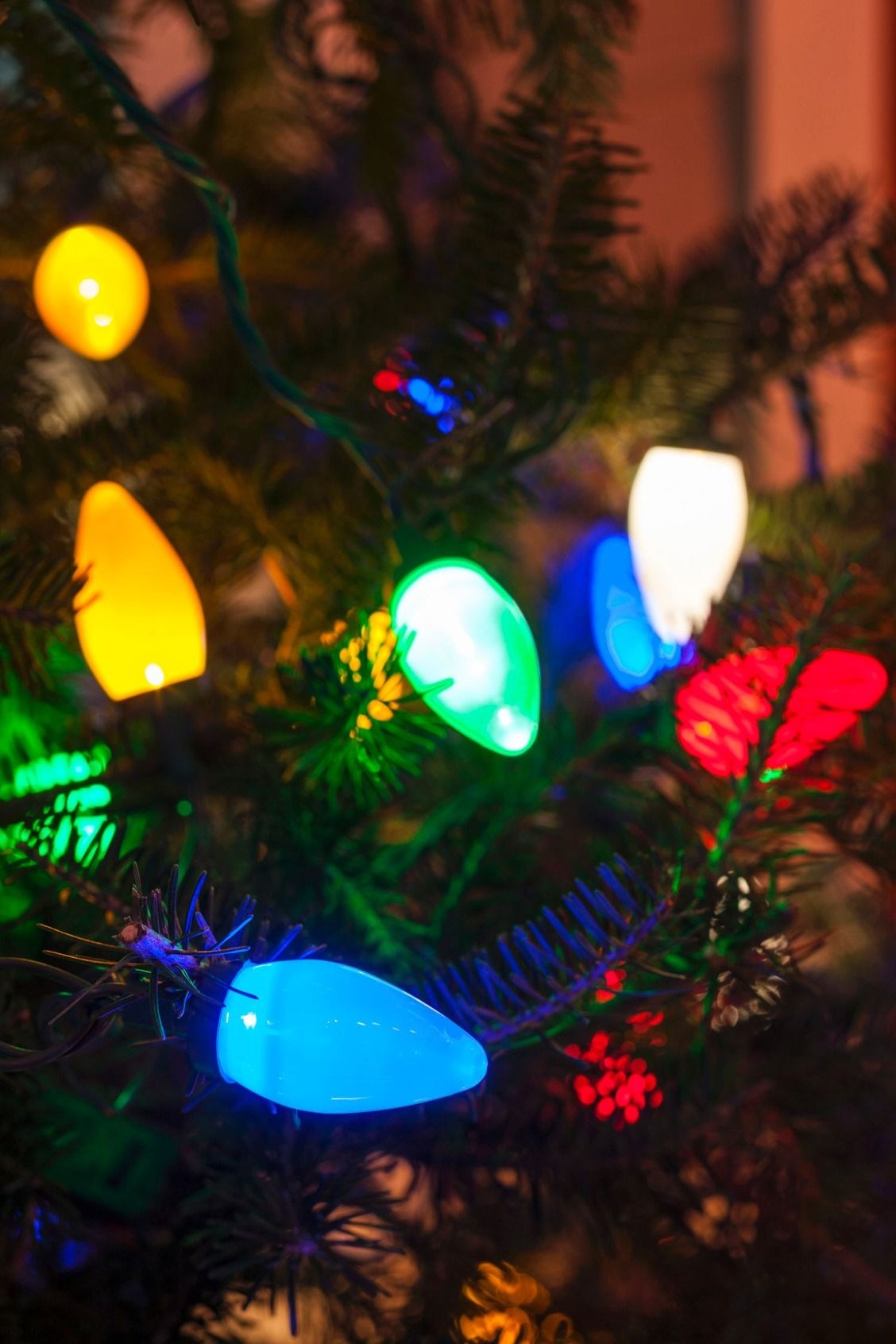 check out tried and true tips for hanging outdoor christmas lights - How To Check Christmas Lights