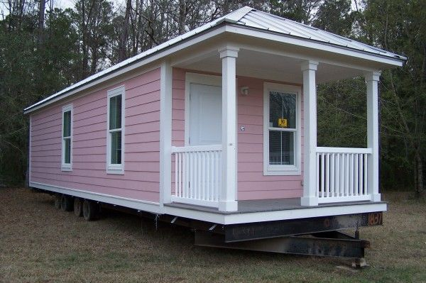 Adorable pink mobile home:-)