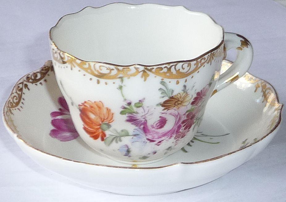 Im Foto 12 ist eine 21 zu erkennen ( wohl 1921 ). Sehr schöne Meißentasse mit Untertasse ! Wahl, aber sehr gut erhaltene Gold- Blumenmalerimalerei. | eBay!