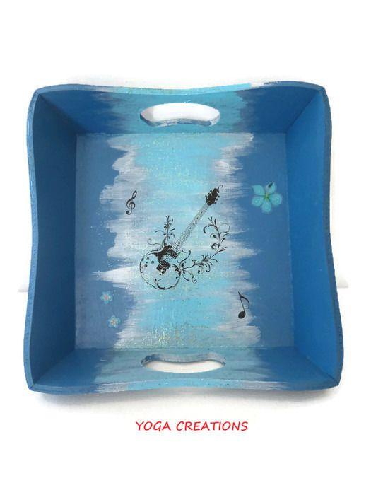 Vide poche en bois peint et vernis dégradé bleu/bleu nacré argenté - vernir un meuble peint
