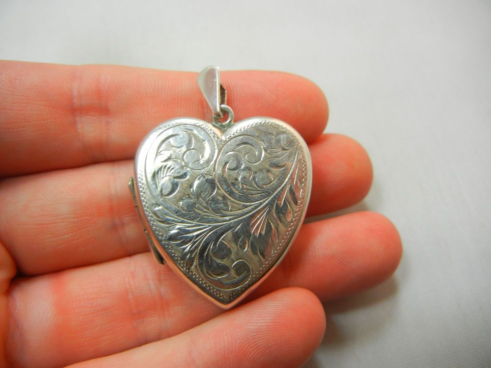 VINTAGE ENGLISH STERLING SILVER HEART FLOWER PHOTOGRAPH PICTURE LOCKET PENDANT