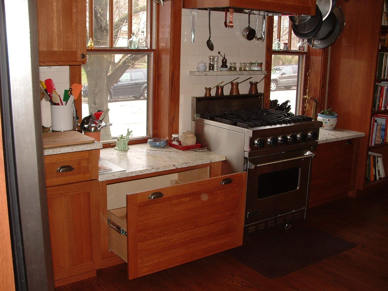 Low Windows I Have This Issue In My Kitchen I Like The Way They Ve Configured The Counters Around The Windows Kitchen Remodel Kitchen Design Kitchen Window