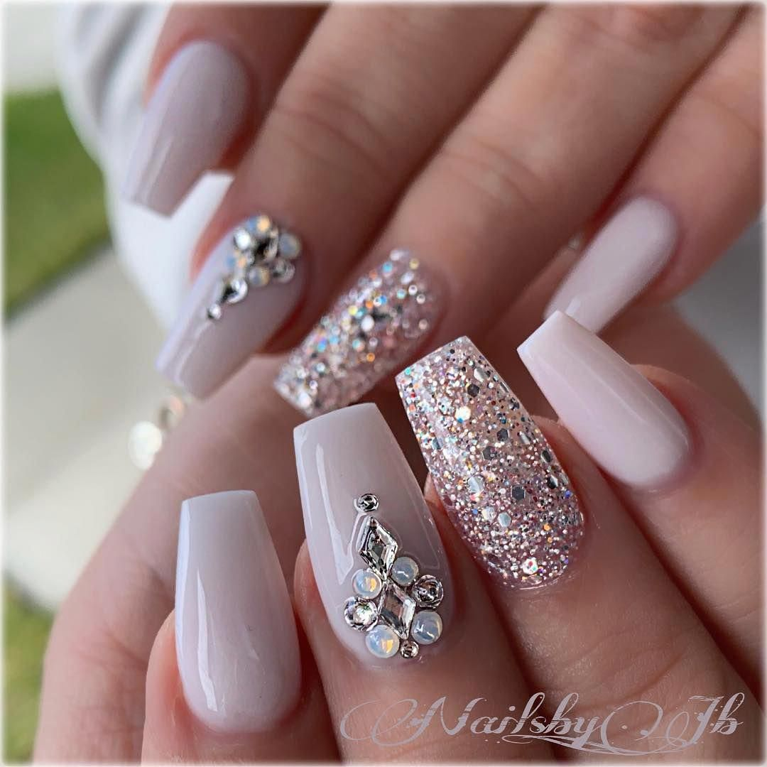 21 Elegant Design Coffin Acrylic Nails You Should Try Right Now Coffin Shaped Nails With Rhinestones Matte Bride Nails Rhinestone Nails Acrylic Nails Coffin