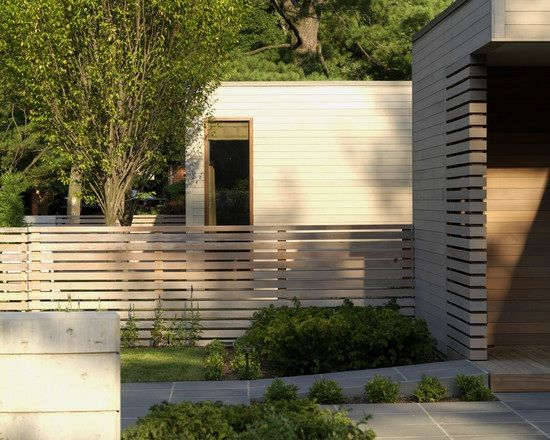 Gartenzaun Holz Steinplatten Boden Haus Sichtschutz Vorgarten
