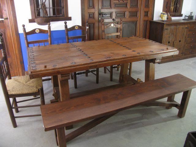 Exposicion de productos artesanos de el arca de ambroz - Mesas con puertas antiguas ...