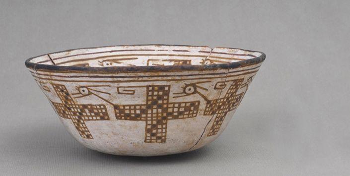 Cerámica de la cultura Molle ,norte de Chile(300AD-800DC).Decoración geométrica con estilizaciones zoomorfas.