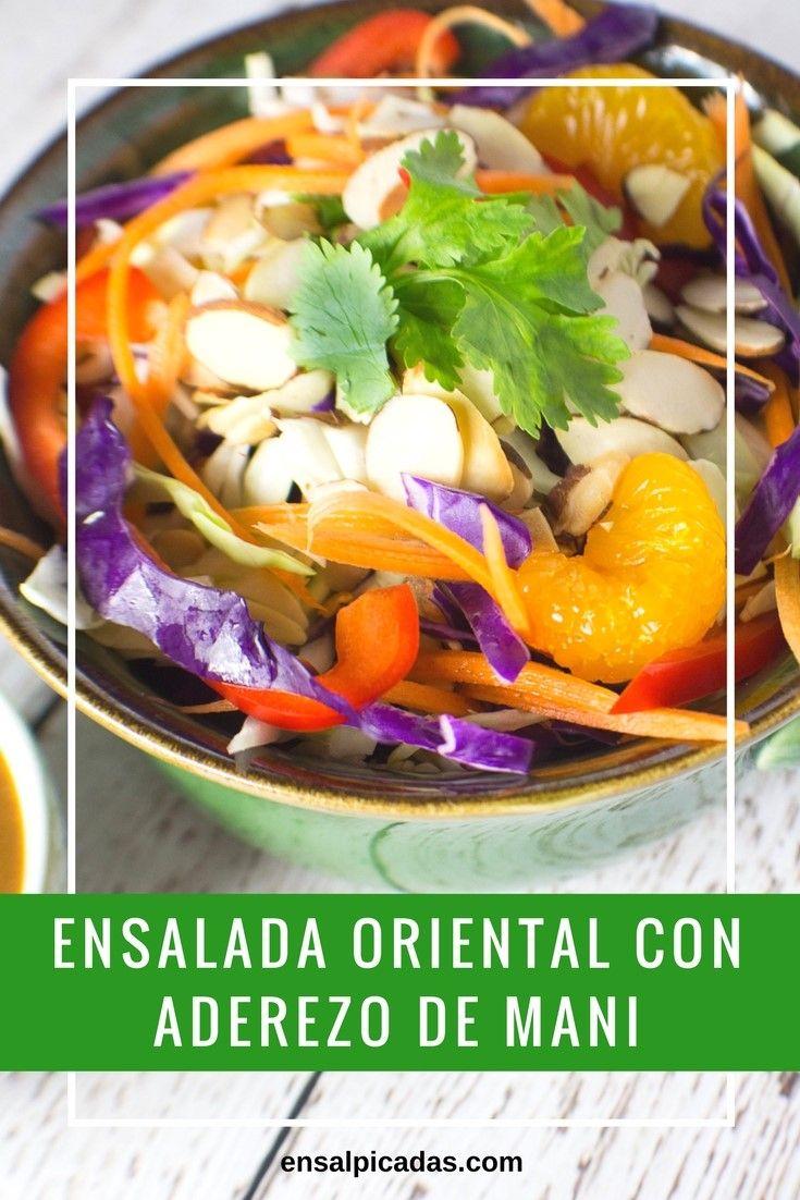 Esta receta de Ensalada Oriental con Aderezo de Maní es riquísima y la puedes adaptar con, o sin pollo. El aderezo de maní es muy fácil de preparar y lleva ingredientes fáciles de conseguir.