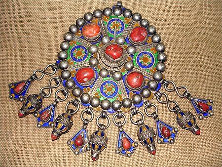 Bijou kabyle tavzimt alg rie bijoux kabyle kabyles for Decoration kabyle