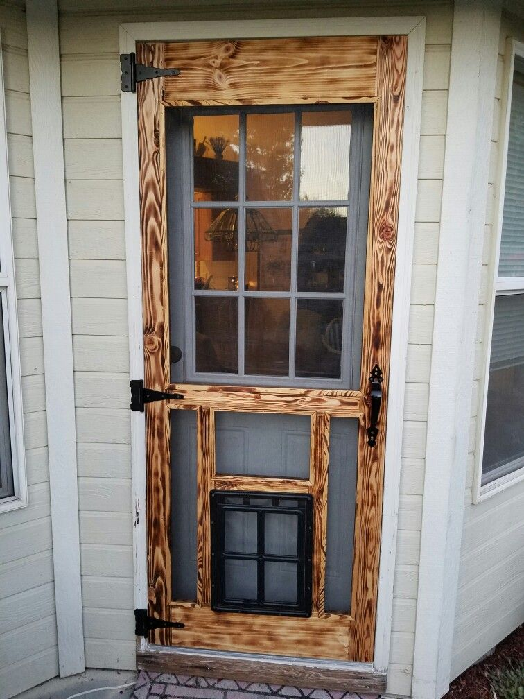 Pallet Screen Door W Screen Dog Door With Images Diy Screen