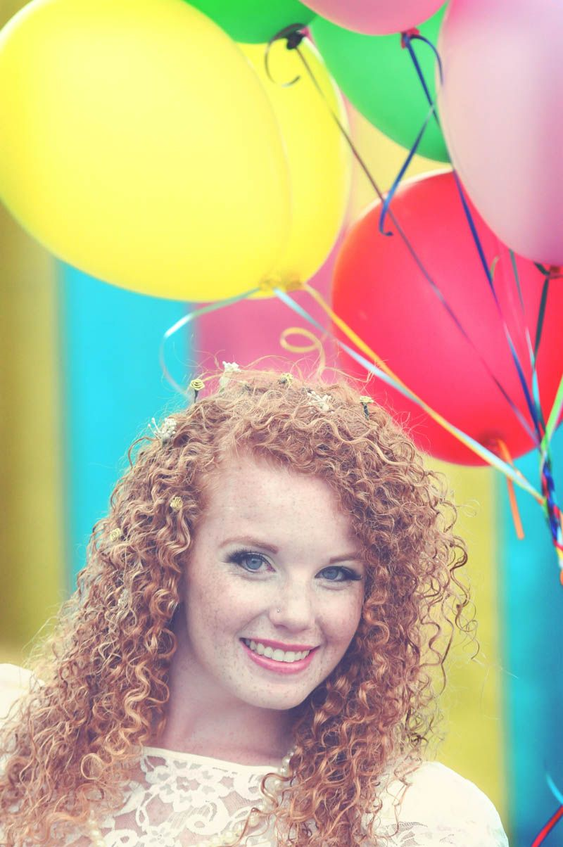 Colourful retro carnival wedding. Photography: http://sixheartsphotography.com