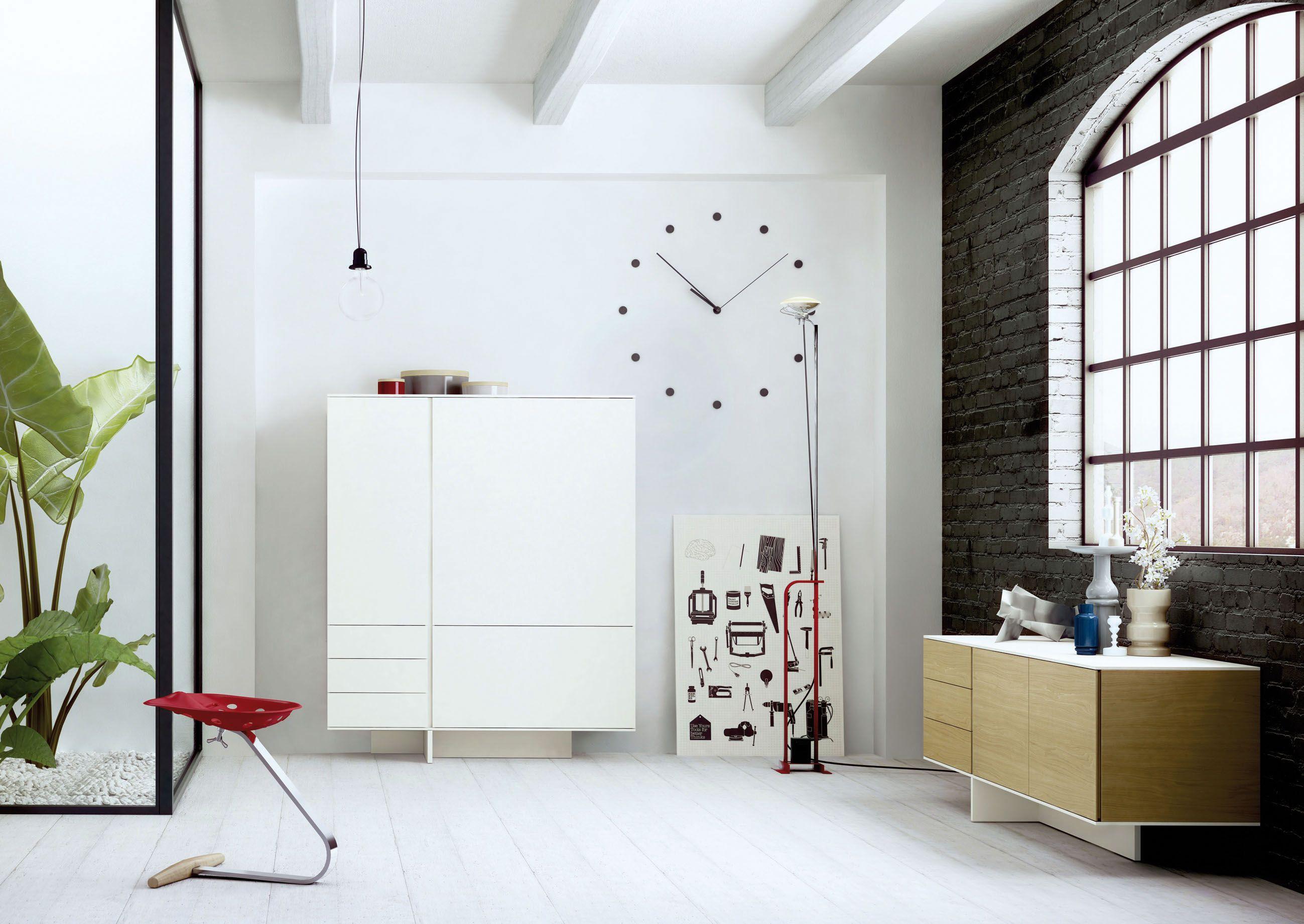 STIJL, el mueble aparador o buffet lacado que se caracteriza por los usos cromáticos y la verticalidad que estos otorgan a la pieza. Un diseño de guimeràicinca para ARLEX.