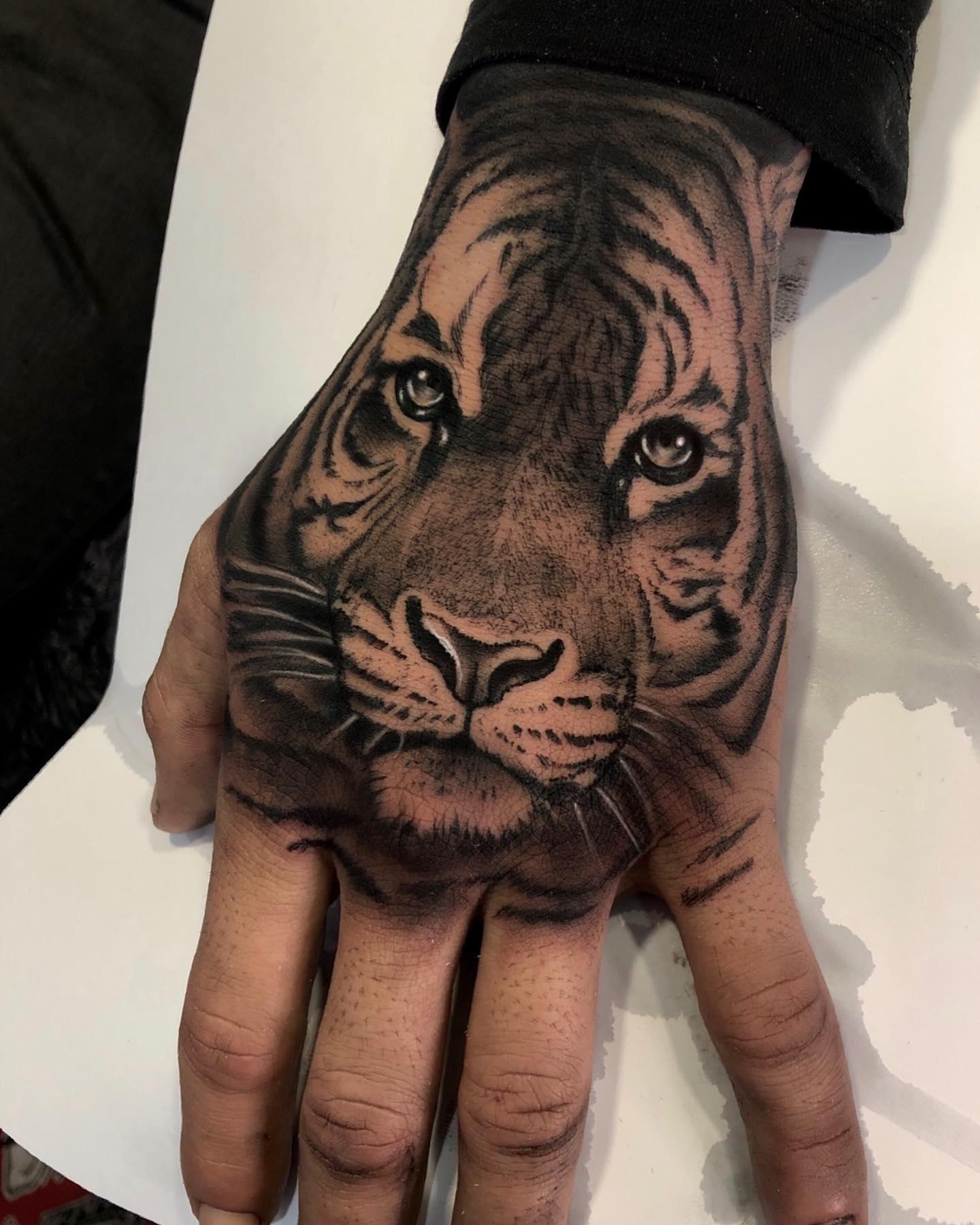 unreal.tattoos - Artist: @juan_tabasco_tattooer - #amazingtattoo #tattoos_alday #freshtattoo #amazingtattoos #cooltattoos #tattooculture #tattooartwork #tattooaddict #tattooinspiration #tattoos #tattooworld #tattoosketch #tattoosociety #tattoomodels #tattoos_of_instagram #tattoooftheday #inkedlife #inklife #tattoomodel #inkaholik #tattooideas #tattoodesign #inktattoo #tattoolove #tattoosofinstagram #inkd #newtattoos #wowtattoo #tattoo