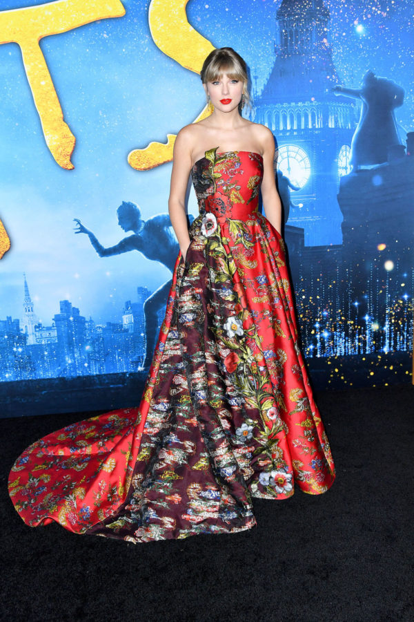 Taylor Swift in Oscar de la Renta Cats Film World 1