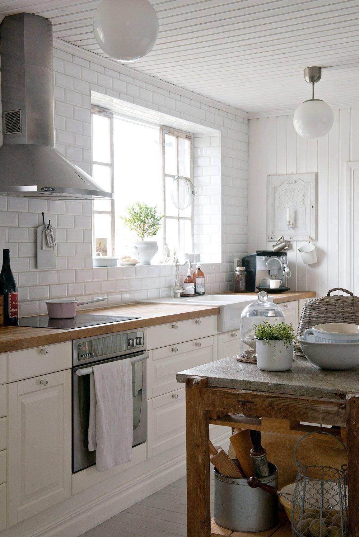 Avskavt och vitt som i vintage och lantlig shabby chic | Fliesen ...