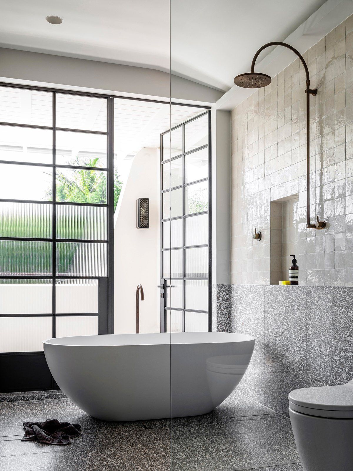 Bath Room Freestanding Tub Open Shower Soaking Tub And One Piece Toilet Photo 36 Of 40 In 40 Modern Bathtub Modern Bathroom Contemporary Bathroom Designs