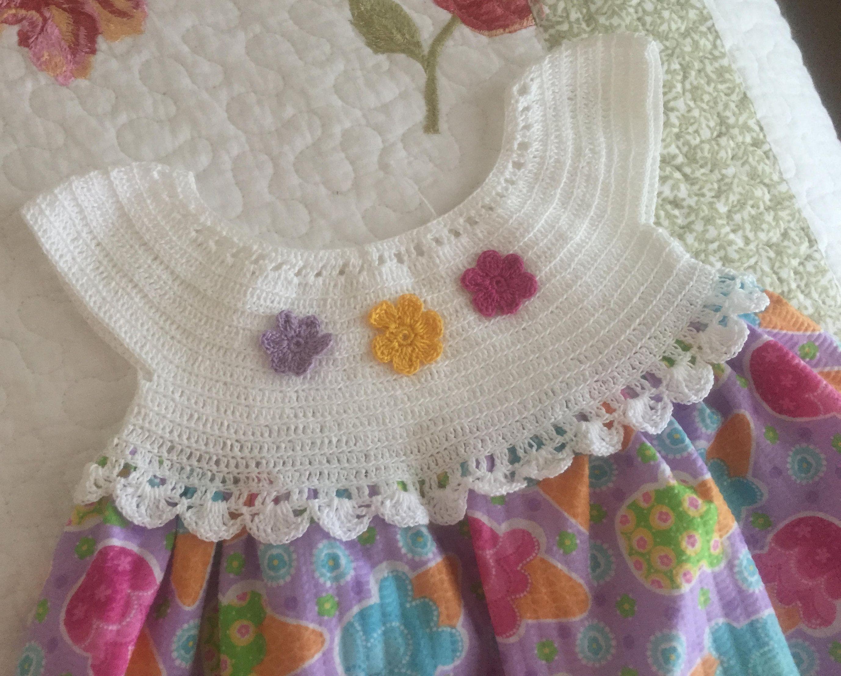 b460f6d3d Vestido de Bebe - Nina Hecho A Mano con Pechera Hecho en Crochet y Tela de  Arthandmadecrochet en Etsy