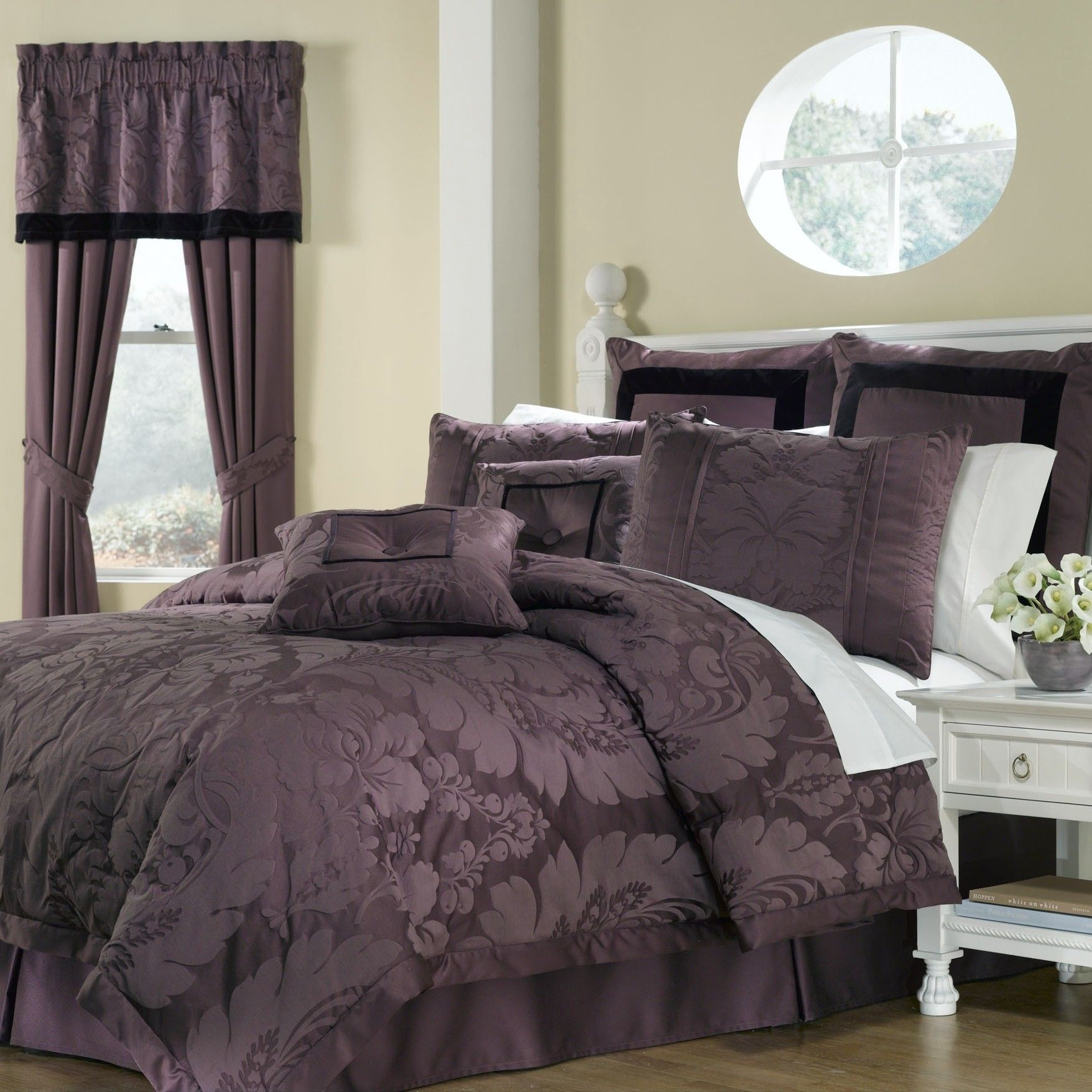 Lorenzo 8 Piece forter Set in Purple Products