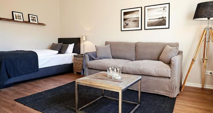 Schöne Wohnzimmereinrichtung in Hamburg mit cremefarbener