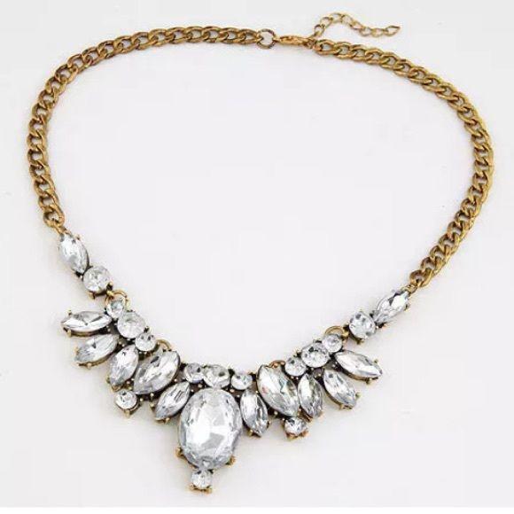 Check Best Price for Temperament luxuriant gem fake collar horse eye 2015 Resin ellipse Necklace Fashion Gold Pendant Necklace bib stateme.