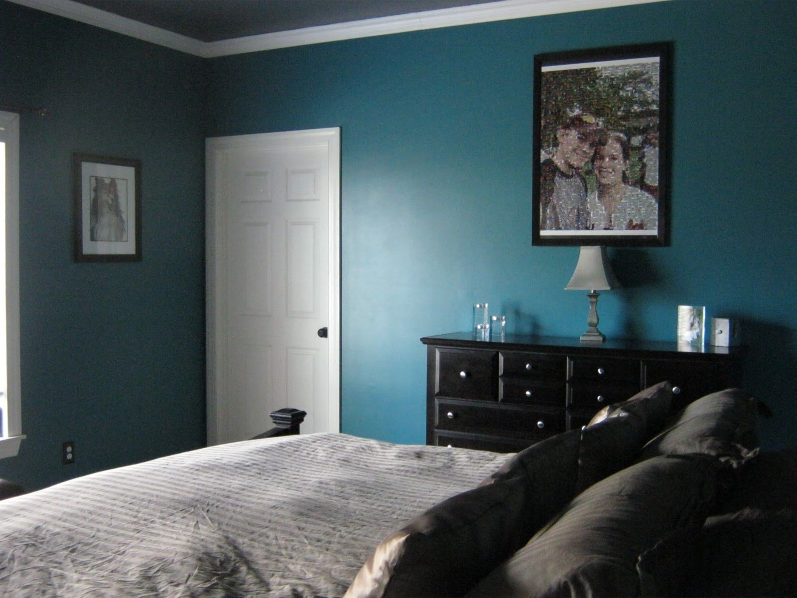 Dark blue and black bedroom - Immaculate Black Polished Wooden Dresser And Mini Shade Table Lamps Also White Covered Full Bed Set