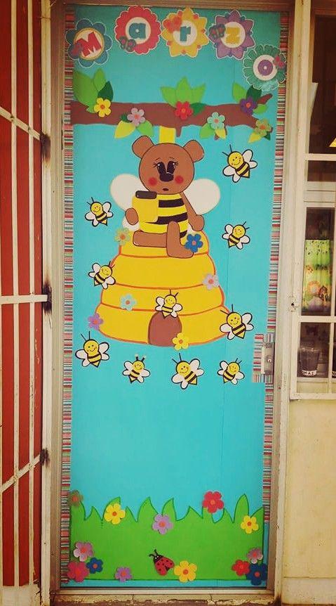 Puerta decorada del mes de marzo puertas decoradas march for Puertas decoradas con dinosaurios