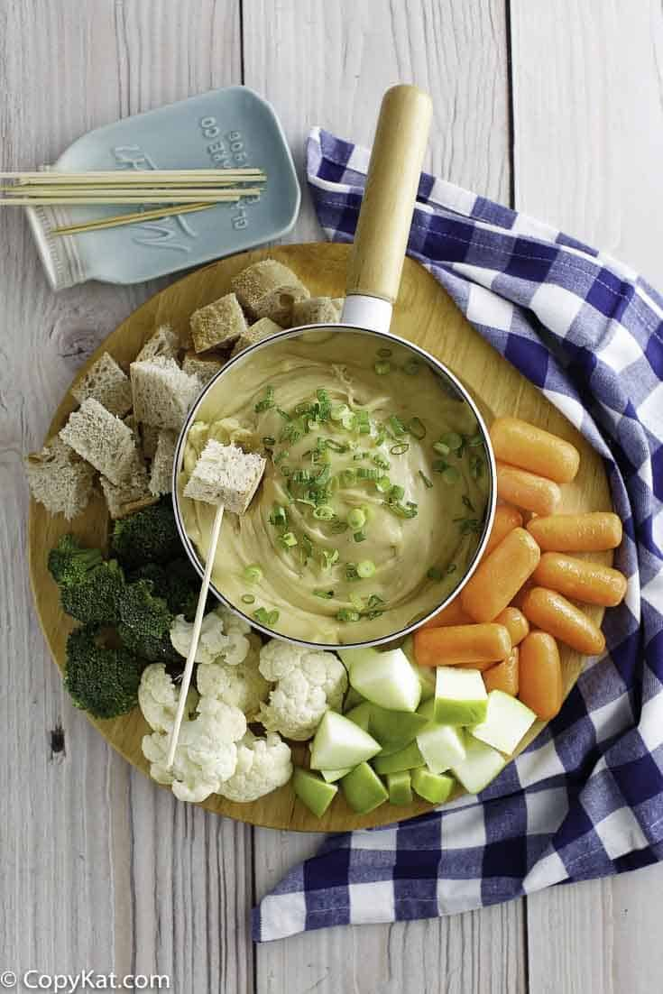 Make the amazing Melting Pot Wisconsin Cheese Fondue recipe at home with this easy copycat recipe.  #cheese #fondue #meltingpot #meltingpotrecipes