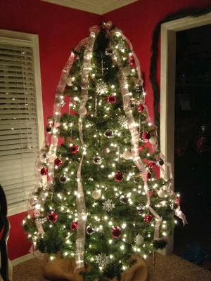 Linde S Landing Decorated Christmas Tree With Ribbon Streamers Christmas Tree Decorations Ribbon On Christmas Tree Holiday Decor Christmas