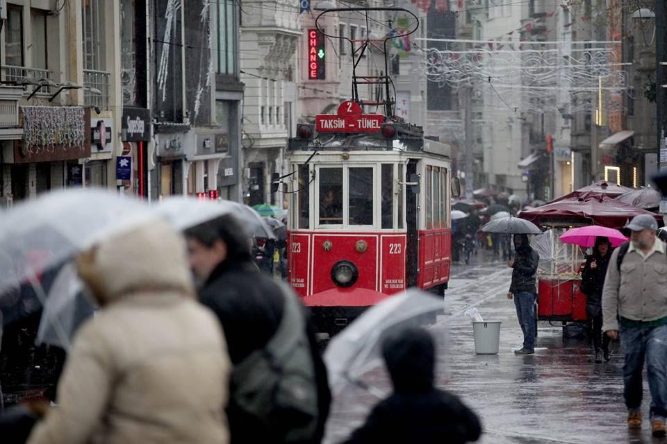 本週一開始伊斯坦布爾就是濕冷的天氣,非常冷!今天果然下雪了。 ©avaz