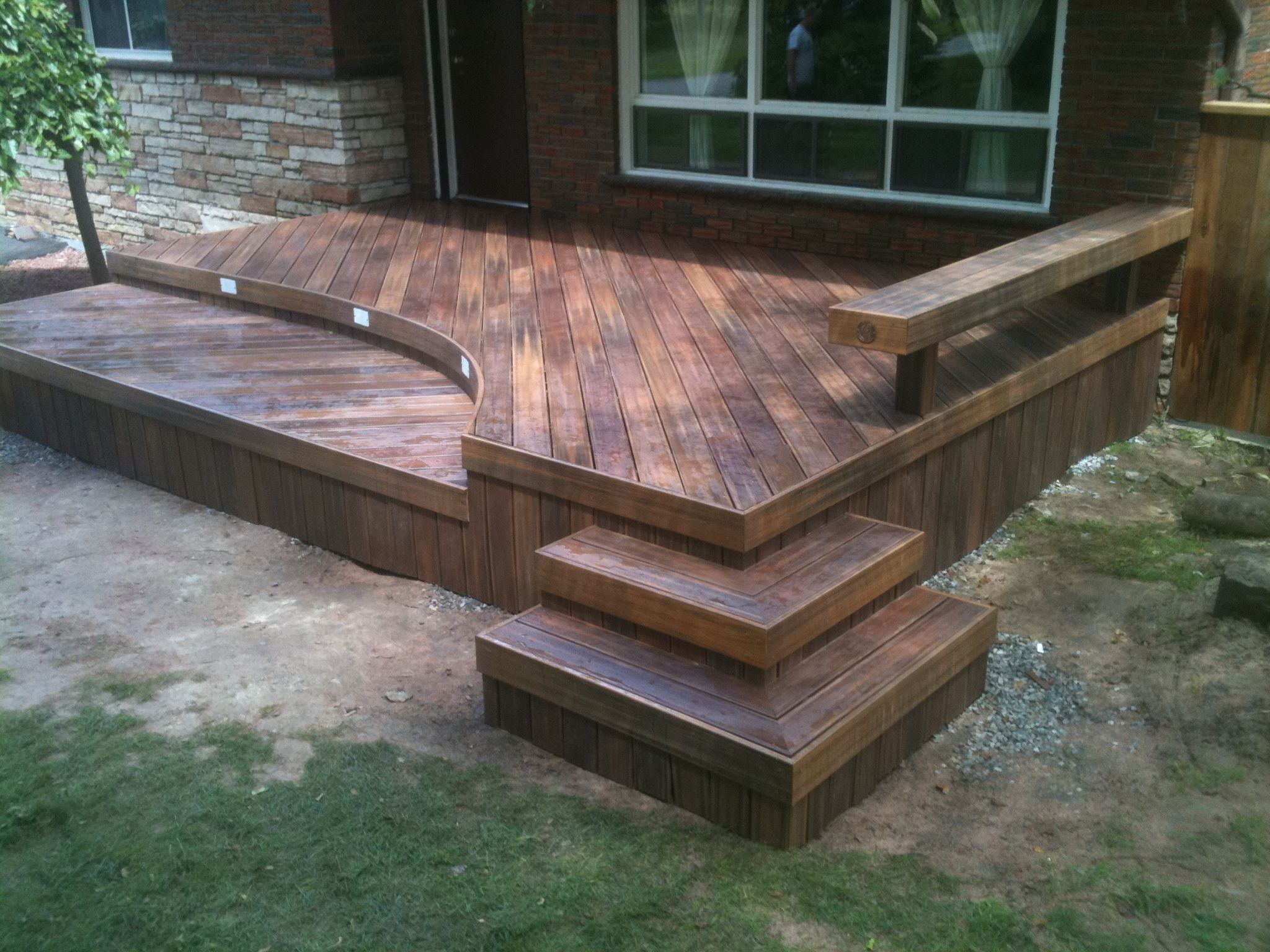 This Curved Front Deck Is Made With Low Maintenance Fiberon Decking With Images Deck Design Front Deck Deck
