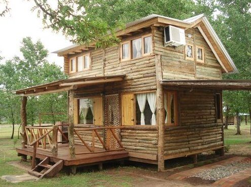 Peque a casa vacacional de madera r stica caba as - Casa pequena de madera ...