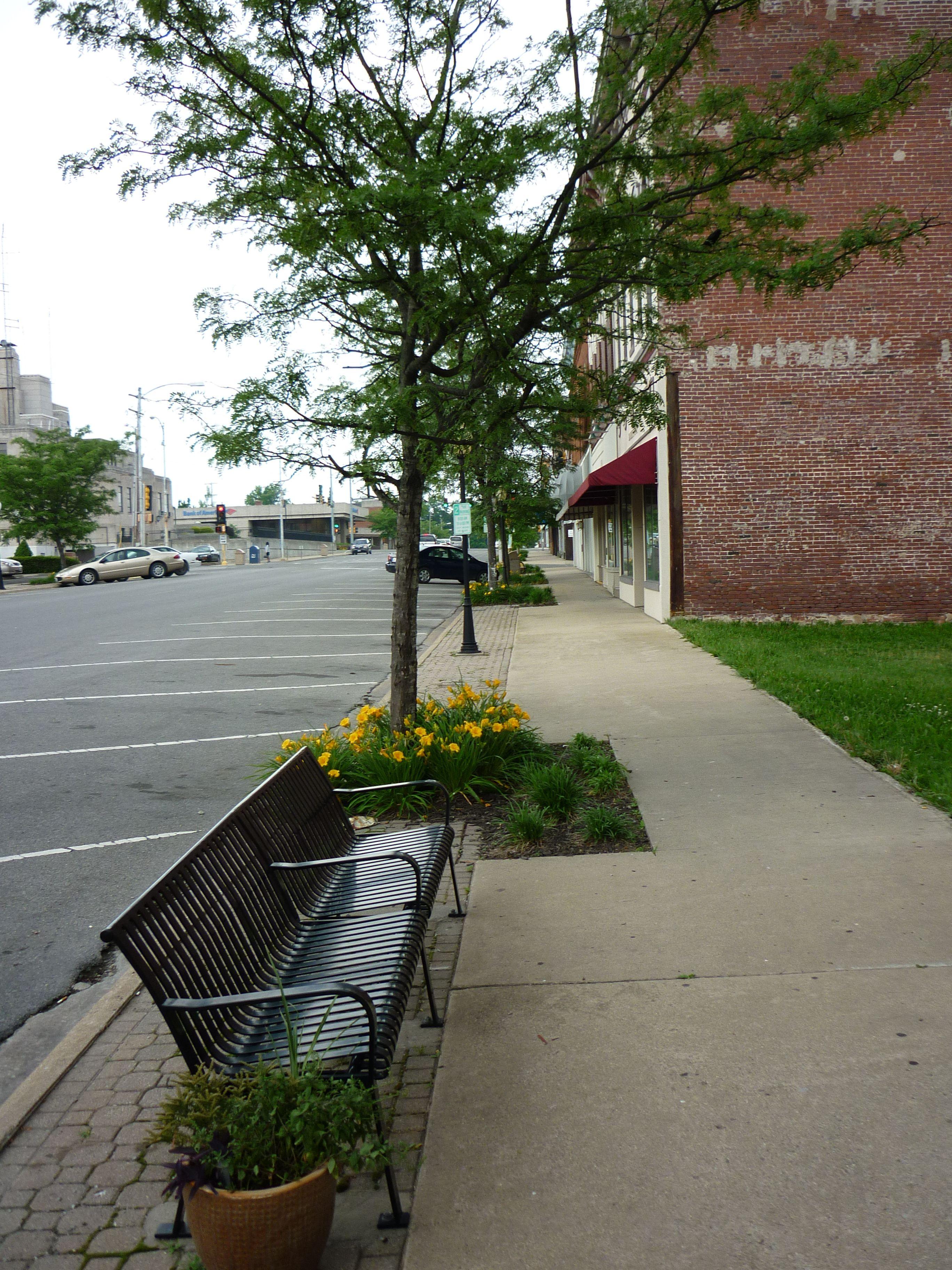 Streetscape To The North Of Hickory Click To Close: Mt.Vernon, IL / Jefferson County
