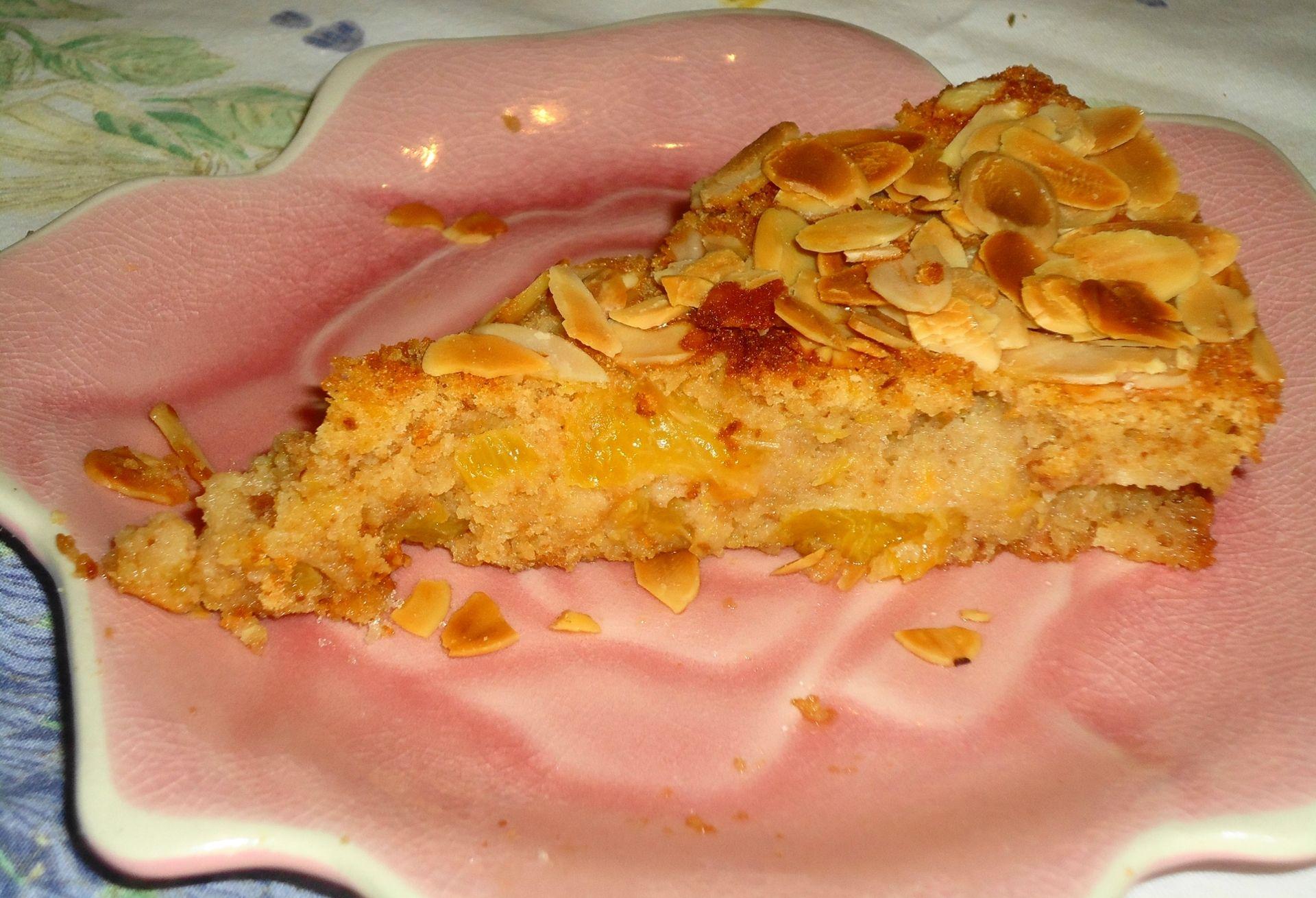 Torta di pesche con amaretti e savoiardi