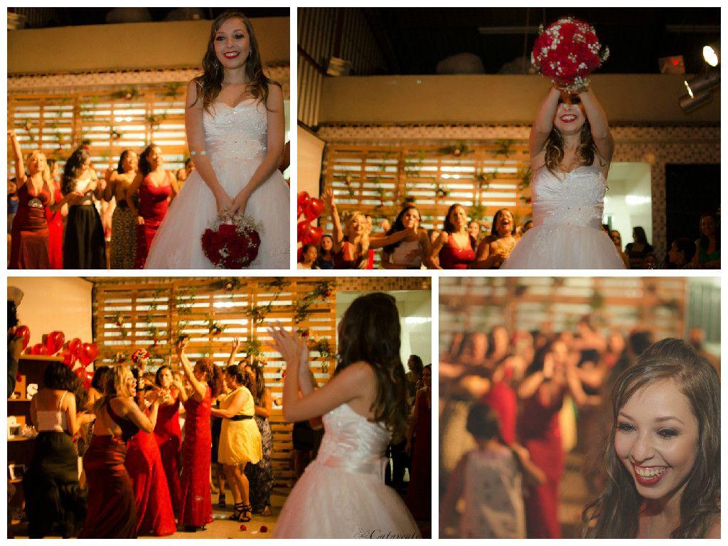 Momento do bouquet #cataventoimagens #igreja #casamento #bouquet  www.cataventoimagens.com
