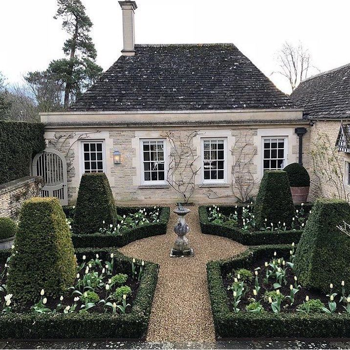 "@citychic4ever__ on Instagram: ""A beautiful Cotswold garden parterre 🌳🌳🌳 Claude Mollet, the founder of a dynasty of nurserymen-designers that lasted into the 18th century,…"""